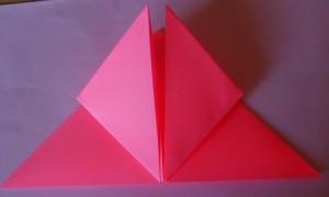 тюльпан оригами шаг 4: загибаем передние уголки к вершине