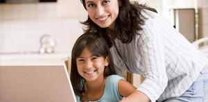 ребёнок с удовольствием делает домашнее задание