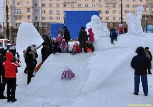 дети в зимнем городке