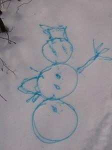 рисунок на снегу цветной водой